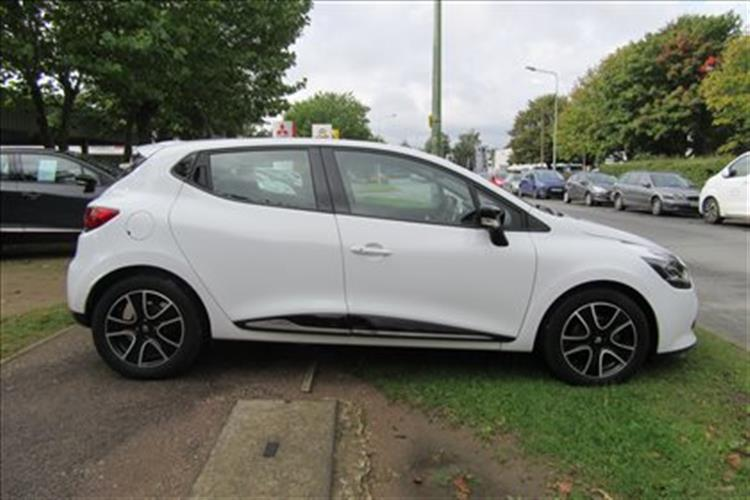 RENAULT Clio Hatchback 5-Door 1.5 dCi 90 Dynamique Media Nav Stop/Start for sale at Rawlinson Group used car dealer based in Belfast and North Down ... & RENAULT Clio Hatchback 5-Door 1.5 dCi 90 Dynamique Media Nav Stop ...