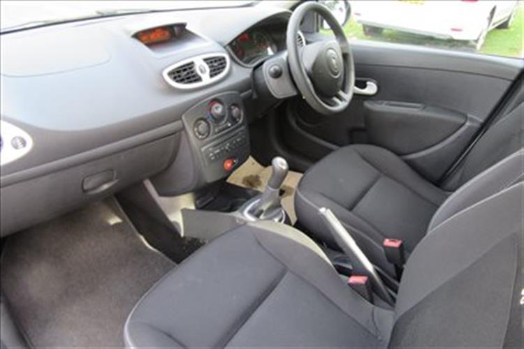 Renault Clio Hatchback 5 Door 1 2 16v 75 Pzaz For Sale At